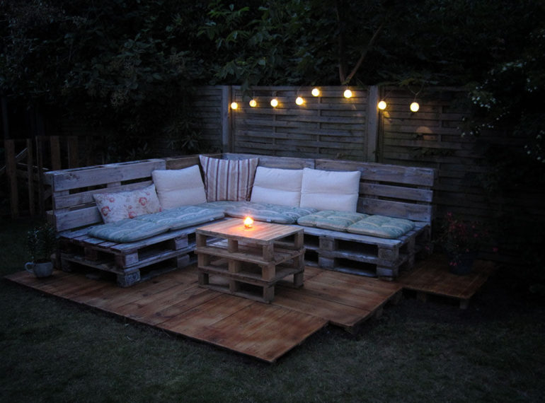 How To Make A Low Budget Pallet Outdoor Lounge Toolmates