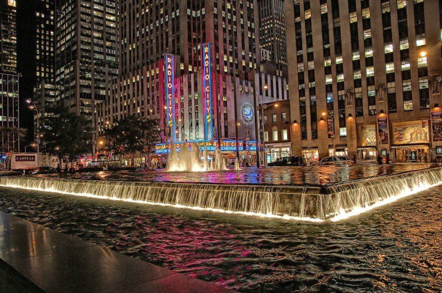 radio-city-music-hall-and-fountain-at-night