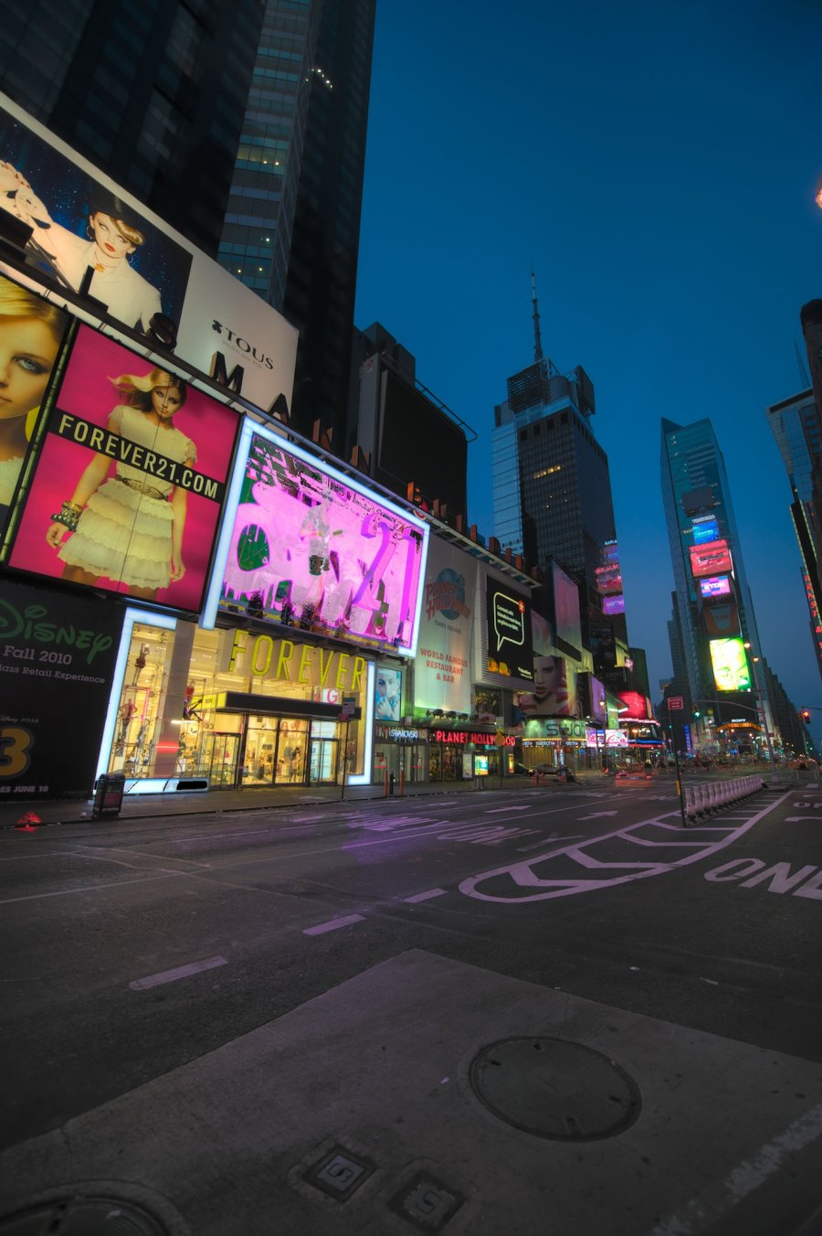 forever-the-empty-city-empty-times-square