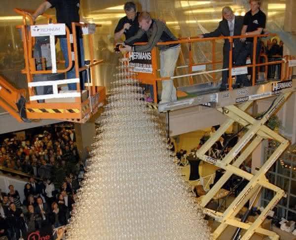 maior torre de drinks entre os maiores alimentos do mundo