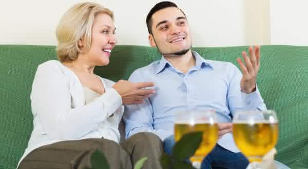 relogio biologico entre as razoes pelas quais alguns homens preferem mulheres mais velhas