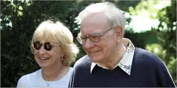 Warren Buffett Astrid Menks entre os casais mais ricos do mundo