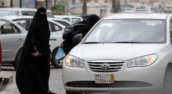 mulheres dirigir entre as estranhas proibicoes ao redor do mundo