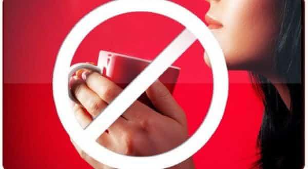 cafeina entre as maneiras de aumentar naturalmente os seios