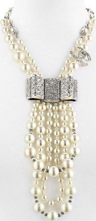 chanel pearl leclace