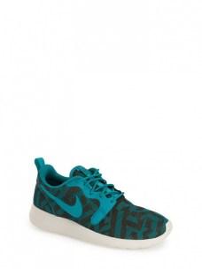 nike roshe run jacquard sneakers 90$