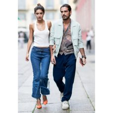 tank-jeans-bold heels