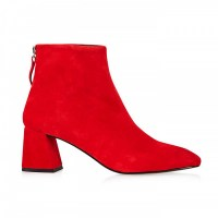 How to wear the red boots