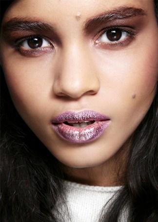 glossy glittery lips