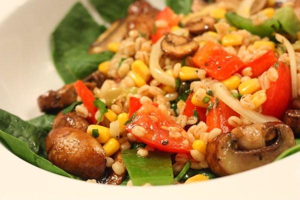 barley , spinach , pepper salad