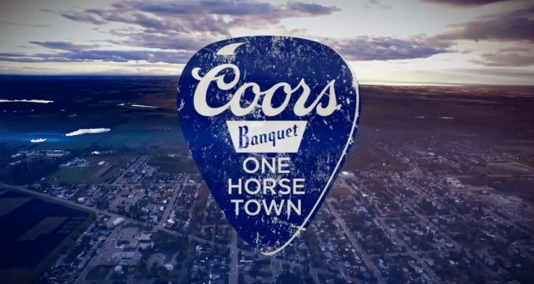 coors-banquet-one-horse-town