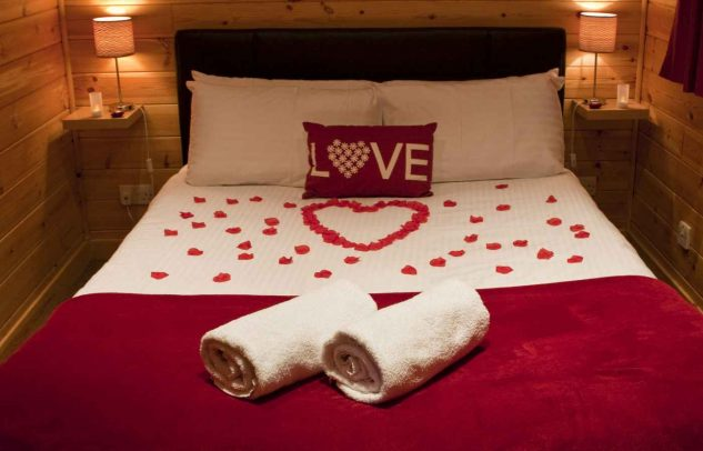 16 Romantic Bedroom Ideas For Him Or Her That Will Impress You - romantic bedroom ideas for him