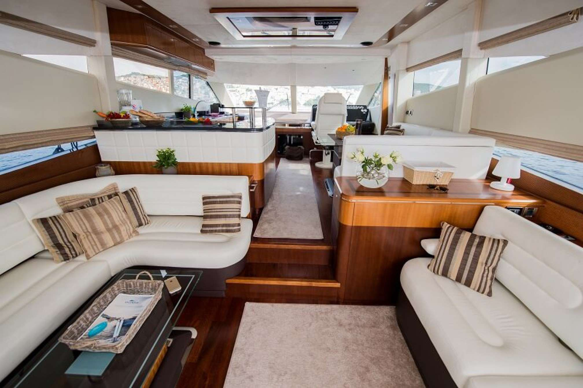 Salon Fly Yacht Galeon 640 Fly Le Chiffre