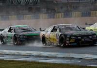 450 PS starke NASCAR-Boliden im Regen © Nicole Loewy