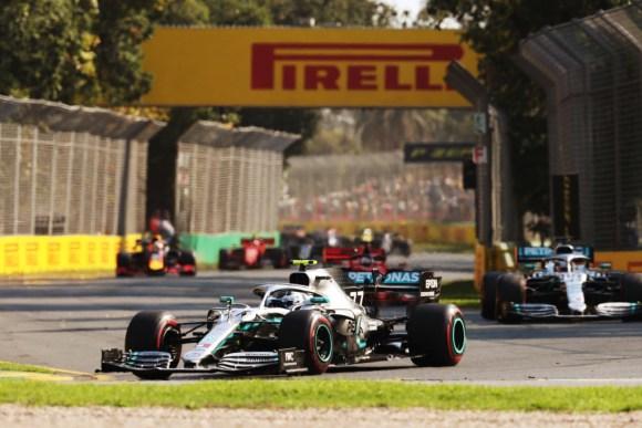 Valtteri Bottas und Lewis Hamilton in Front © Daimler AG
