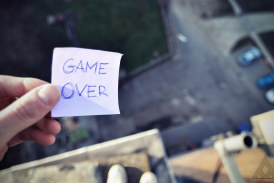 10 Deadly Games that Attract Teenagers to Death