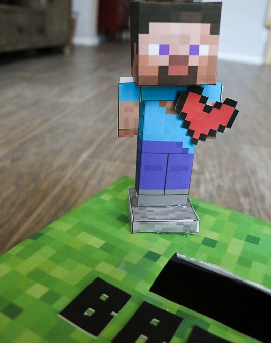 Easy Minecraft Valentine Box + Printable Pixel Hearts