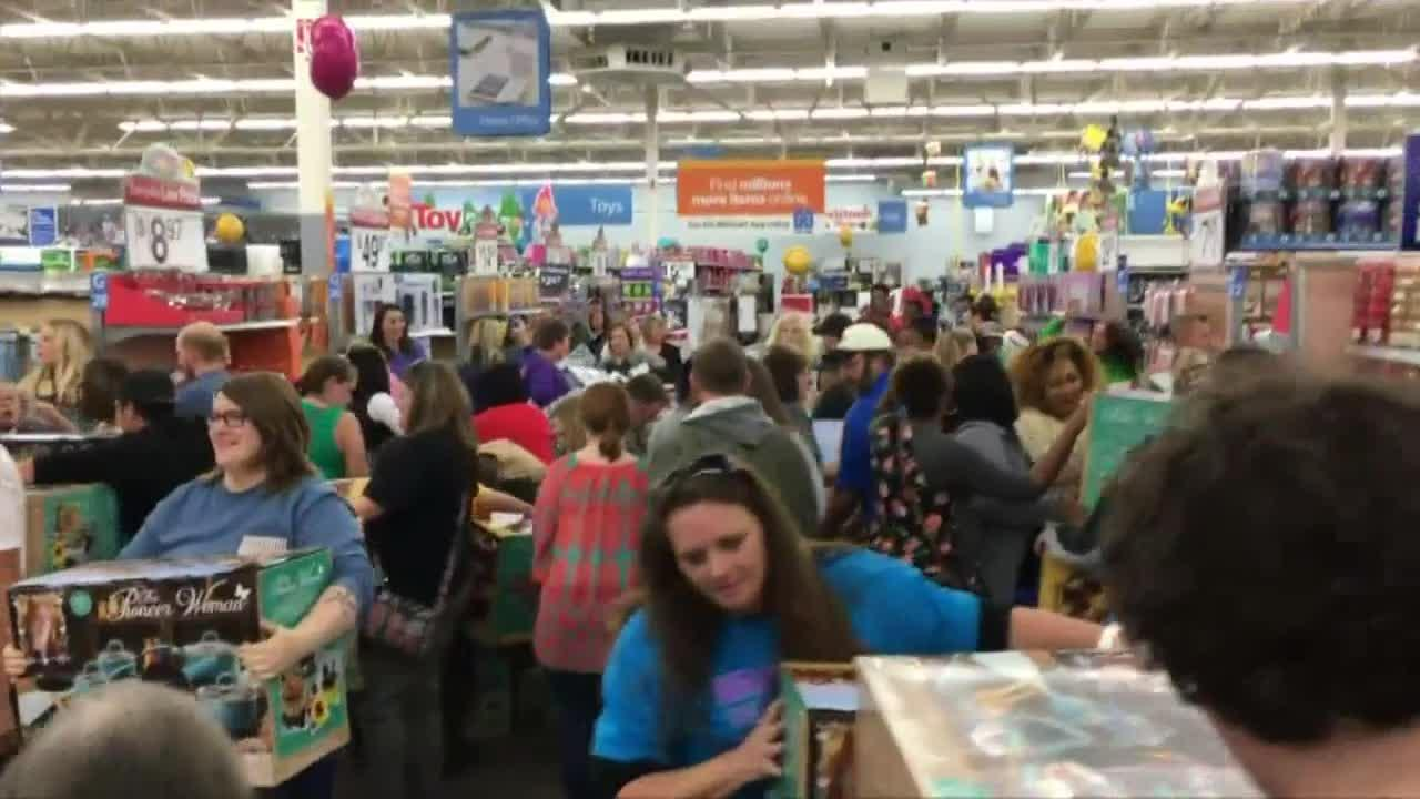 Black Friday 2016 Usa Video Black Friday Shopping Frenzy Begins In United States And Canada