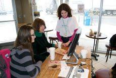 Bianca teaches Eleanor Walenius and her niece Daria a video tutorial