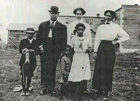 A farming family in Vulcan, Alberta, c. 1903
