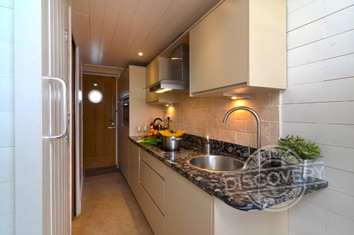 shaldon beach hut kitchen