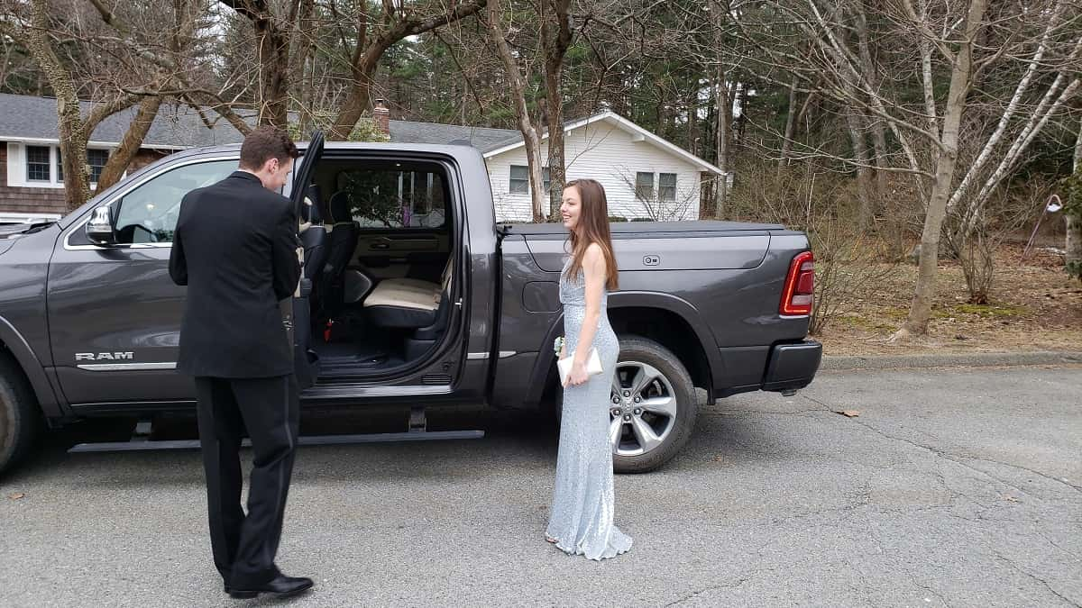 Limo Prom The Ram 1500 Limited Is The Country S Best Prom Limo And Much More