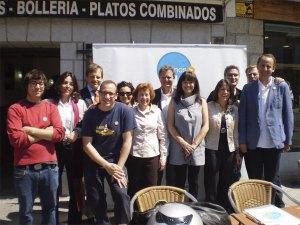 Candidatos de VxT frente al Bar Arturo de Torrelodones