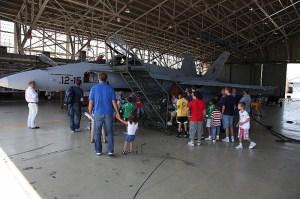 Minifutboleros visitando el ALA 12 en Torrejón