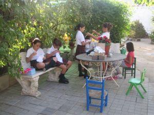 Cosiendo con las Hermanas Auxiliares Parroquiales en Torrelodones