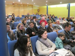 Numerosos familiares de los homenajeados asistieron al Pleno