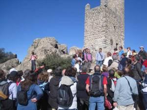 Explicaciones de Elena Romero sobre el origen de la Torre de los Lodones