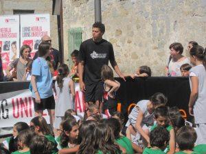 Jonas Zohore con los niños en el 3vs3 de Torrelodones (Foto: juanangelTC.com)