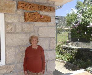 """Cipriana Estévez, a sus 80 años dirige su Casa Rural """"En K La Abuela"""", en Hoyo de Manzanares"""