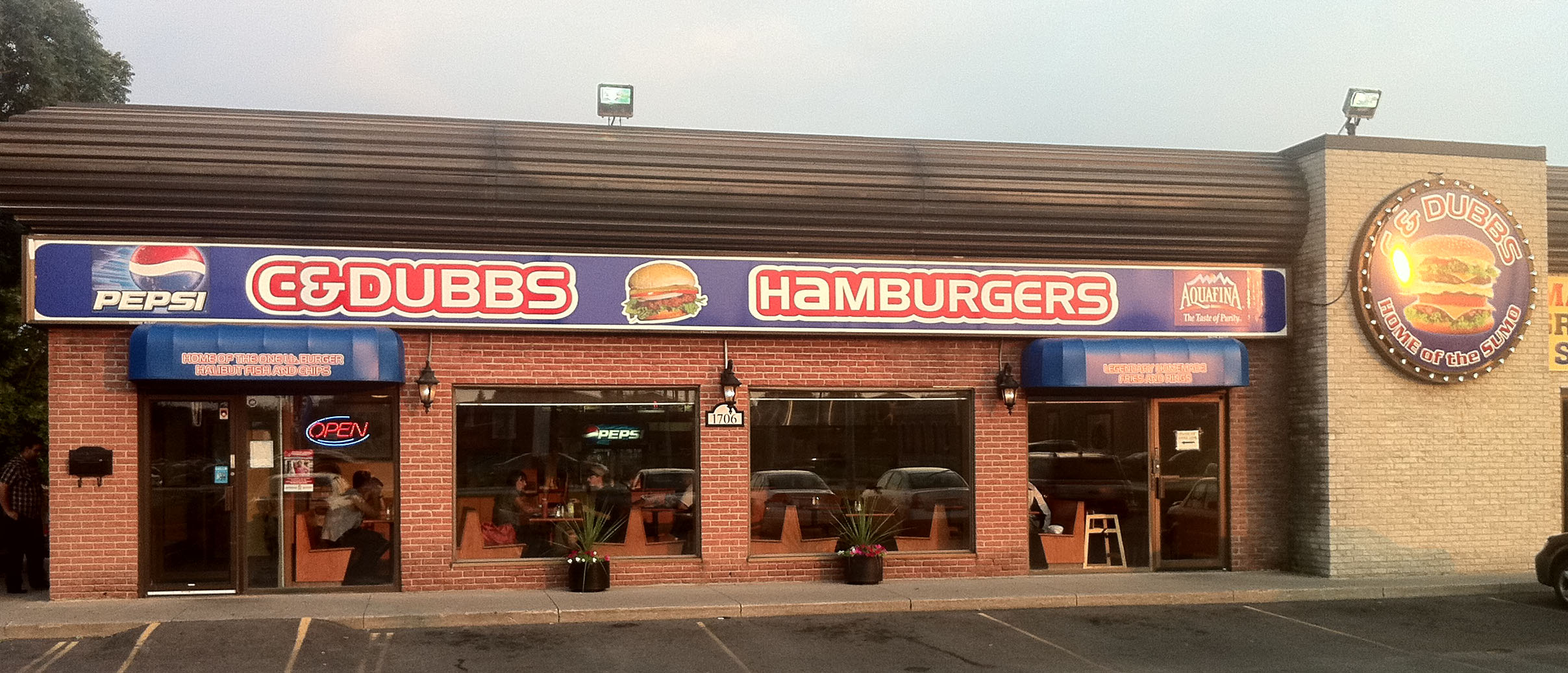1425 Dundas St E Mississauga C And Dubbs Hamburgers Toronto 39s Best Burger