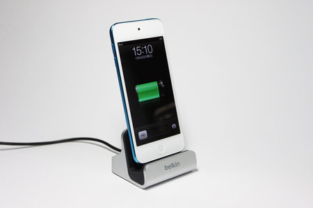 belkin_charge_sync_dock_iphone5_6.jpg