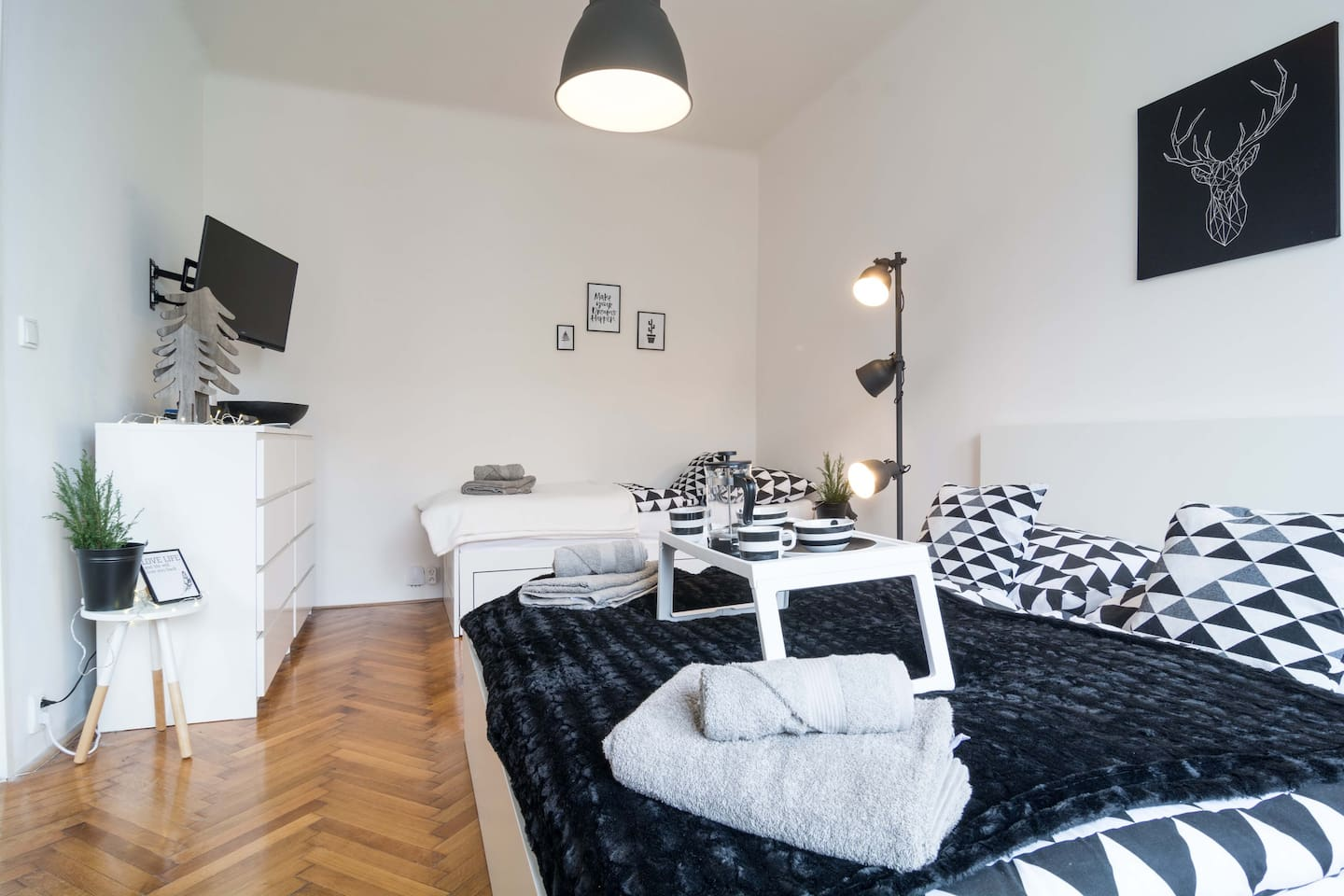 Schwarz Weisses Appartement Tourinprague Com