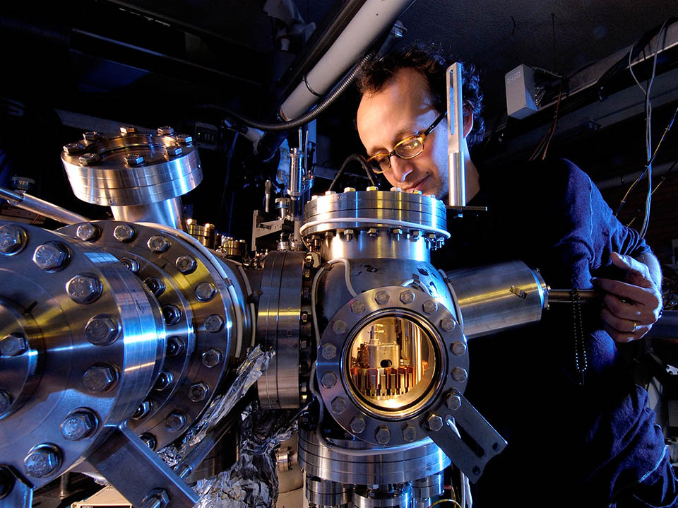 SCANNING TUNNELING MICROSCOPE STM \u2013 Quantum made simple