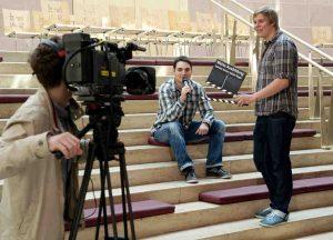 """Schüler beim Dreh ihres Videos für den hr-Wettbewerb """"Meine Ausbildung - Schüler führen selbst Regie"""". Foto: hr/Benjamin Knabe"""