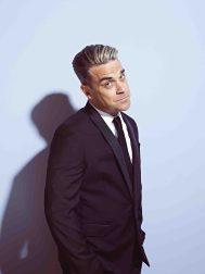 Robbie Williams / Ob barfuß oder mit Lackschuh. Eins steht fest: im Mai wird geswingt!  © Universal/MCT Agentur GmbH