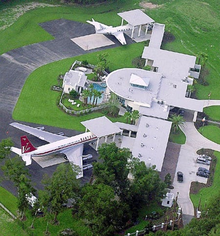 Travolta_planes