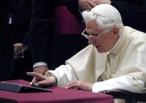 Ipad_pope
