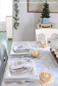 Christmas Table Setting in Blue, Silver, and Gold - Town ...