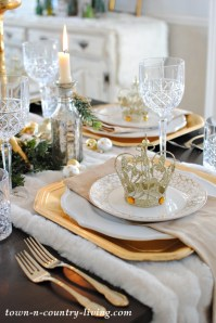 Gold and Crystal Holiday Table Setting - Town & Country Living