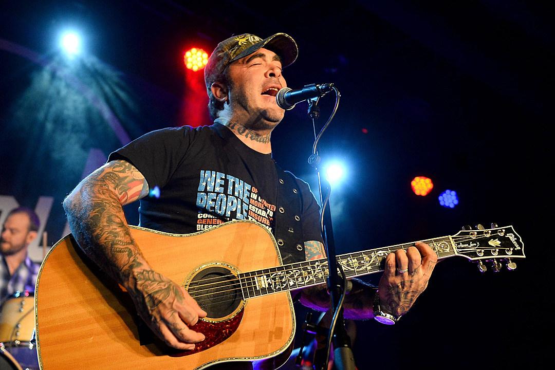 Aaron Lewis Announces New Album, Acoustic Tour for 2019