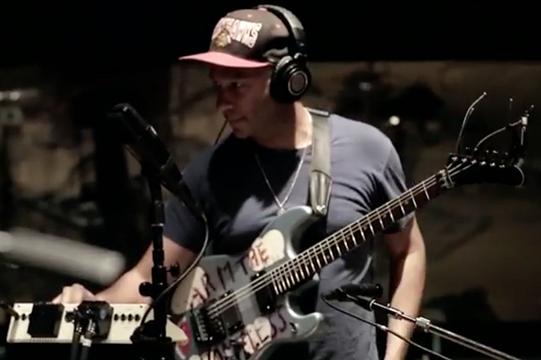 Watch Tom Morello Collaborate With Linkin Park on \u0027Drawbar\u0027