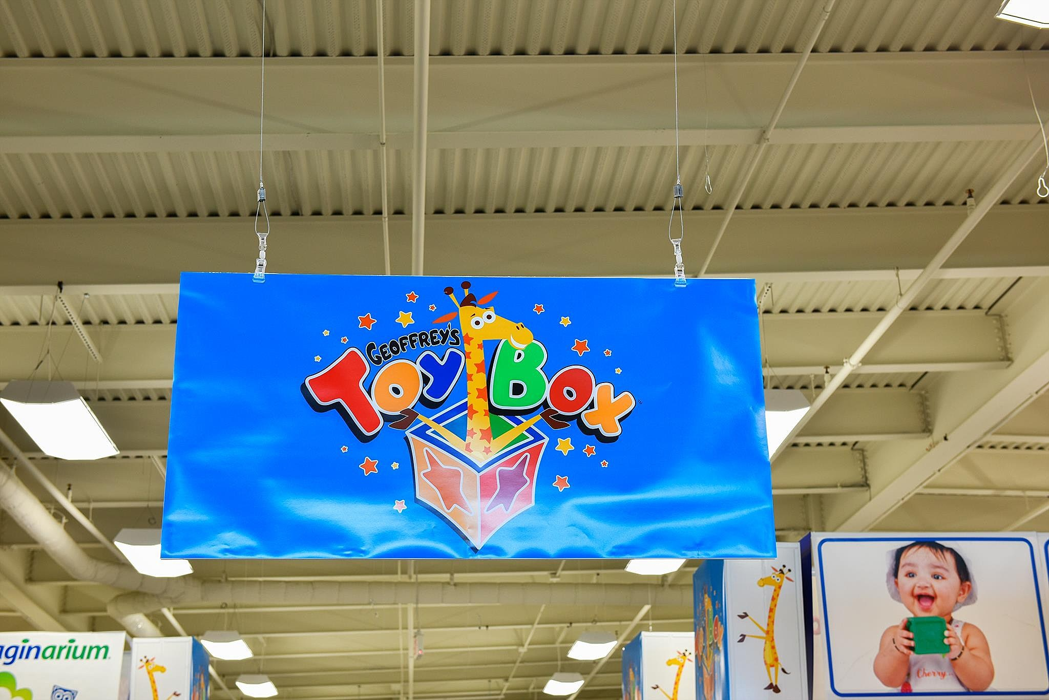 Toy Box Toys Toys R Us Is Returning As Re Branded Geoffrey S Toy Box
