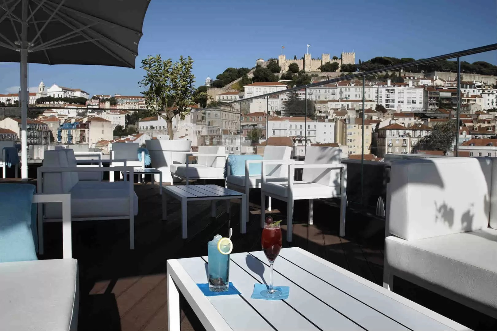 Zwembad Lissabon Rooftop Bars In Lisbon Cocktail Bars With A View Cn Traveller