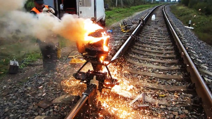 Fascinating Exothermic Track Welding Video Using Thermite - Train - thermite welding