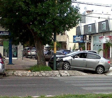 Choque en Av Rafael Nuñez y Gregorio Gavier.