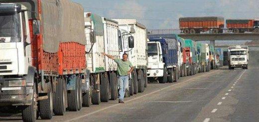 wpid-Camiones-al-costado-de-la-ruta.jpg